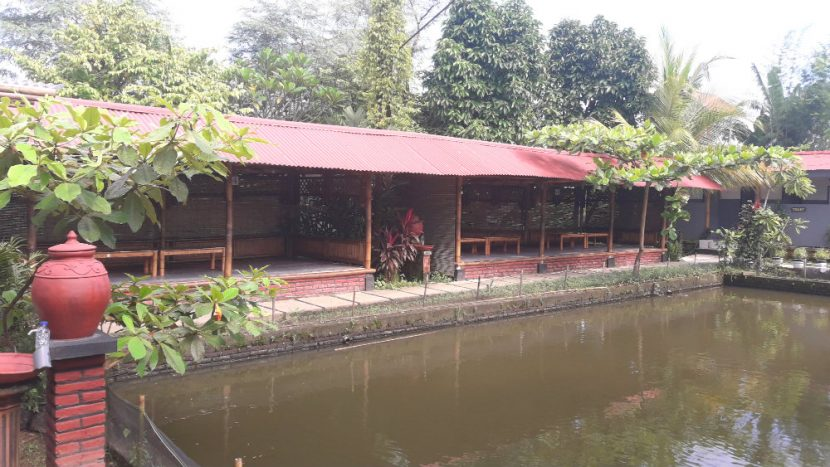Tempat meeting lesehan Ulam Sari